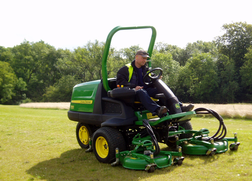 John Deere golf mowers shape up