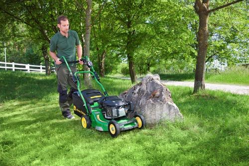 New entry-level mower for professionals: John Deere PRO 47V