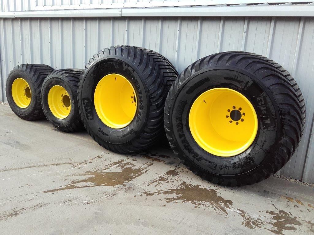 NEW BKT 850/50R30.5 700/40R22.5