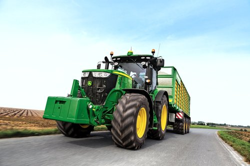 John Deere 7R Series tractor sets new fluid efficiency benchmark