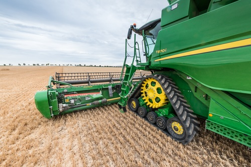 New tracks and higher performance for John Deere combines