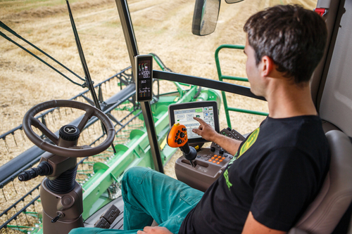 New John Deere W and T-Series combines harvest in record time