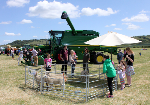 John Deere supports Open Farm Sunday 2016